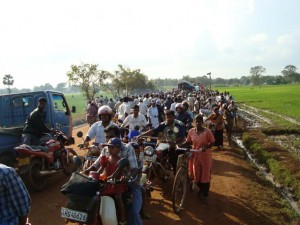 Thousands of displaced people flowing out of Vinni district in northeastern Sri Lanka in 2010
