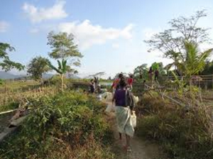 Women walking to Wai Ulau dam to fetch water in the evenings