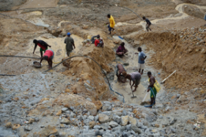 imageAlluvial miners working in one of the mine pits. Photo taken by the author on 29 January 2015.