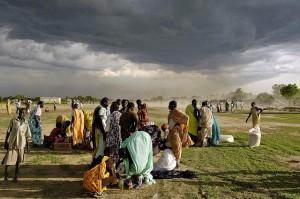 Internally Displaced Persons receive emergency food aid, Sudan 2008 (image: Flickr/UN Photo/Tim McKulka)