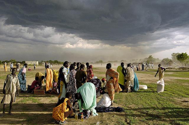 Internally Displaced Persons receive emergency food aid, Sudan 2008 (image: Flickr/UN Photo/Tim McKulka)