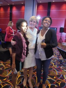 Fourth year UPNG Economics students Ms. Hera Hoi (left) and Ms. Florentina Dom (right) with Foreign Minister Julie Bishop.
