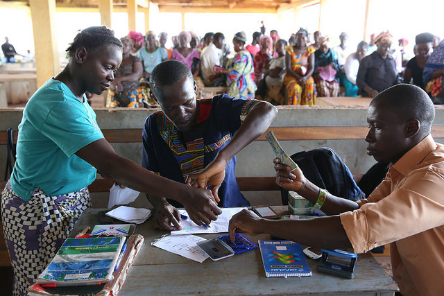 Receiving cash transfer payments in Freetown, Sierra Leone (Flickr/World Bank/Dominic Chavez)