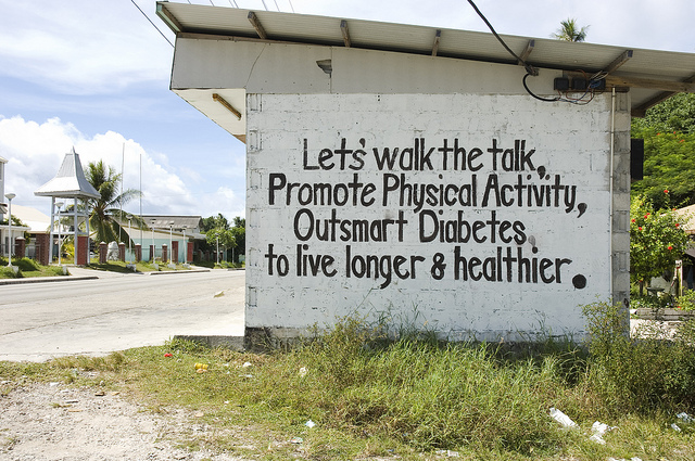 Diabetes billboard, Nauru 2007 (Flickr/DFAT/Lorrie Graham)