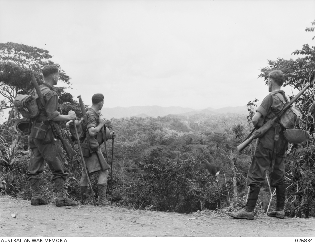 Australian soldiers stop on Eoribaiwa Ridge to look at the scenery towards Kokoda (image: Australian War Memorial/public domain)
