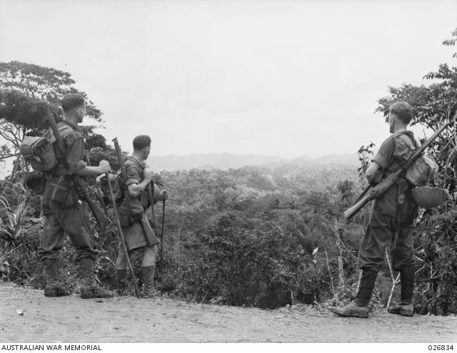 Australian soldiers stop on Eoribaiwa Ridge to look at the scenery towards Kokoda (image: Australian War Memorial/public domain)