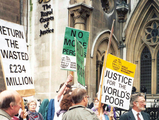 Pergau Dam protest (Flickr/Global Justice Now CC BY 2.0)