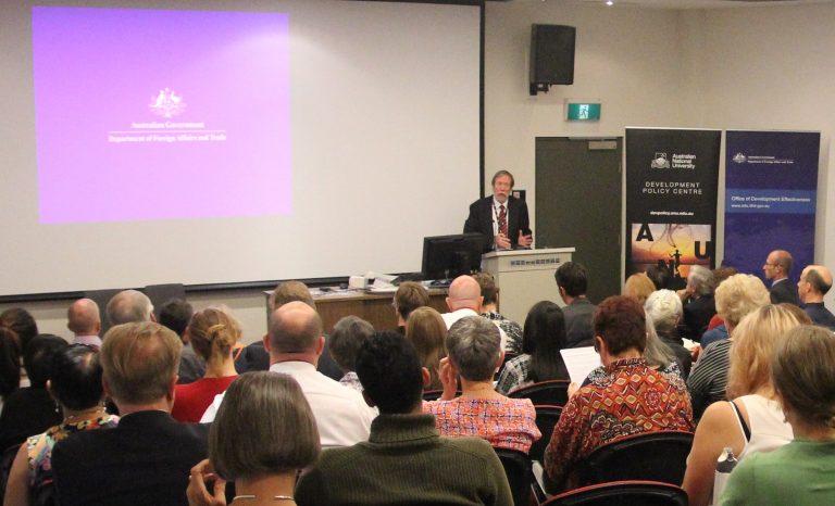 Scott Dawson speaking at Devpolicy-ODE Aid Evaluation Forum, April 2016 (image: Devpolicy)