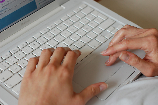 Fingers on the Mac (Flickr/Thomas Malbaux CC BY-NC 2.0)