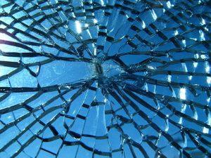 Broken glass (Wikimedia Commons/Jef Poskanzer CC BY 2.0)
