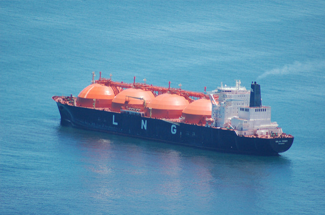 Liquid Natural Gas tanker (Flickr/Lens Envy CC BY-NC-ND 2.0)