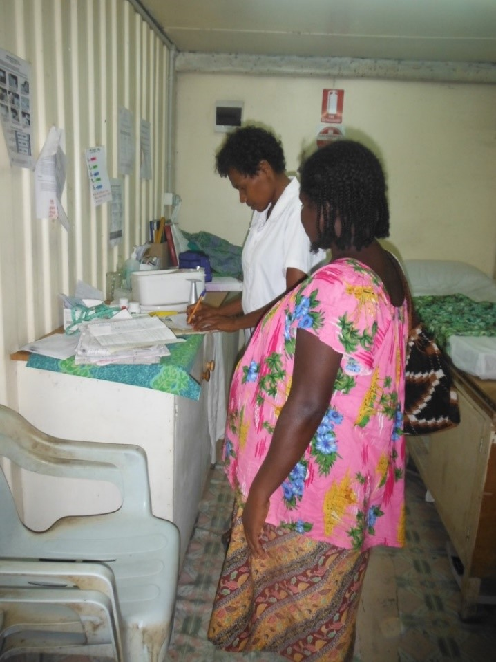 PNG midwife and patient (image: Susan Crabtree)