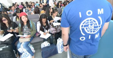 Filipina migrant workers arrive in Manila from Damascus (Ray Leyesa/IOM/Flickr CC BY-NC-ND 2.0)