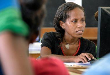 Student in USP computer lab, Solomon Islands (ADB/Flickr CC BY-NC-ND 2.0)
