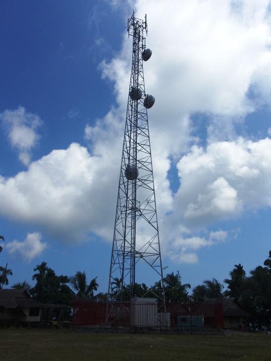 Digicel tower, Barikas, Madang Province, 2009 (image: Amanda Watson)