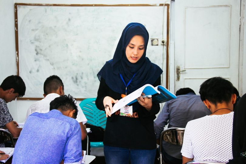 Refugee teacher (image: Thomas Brown)