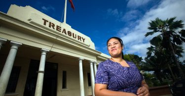 Tongan public servant, Nuku'alofa (ADB/Flickr CC BY-NC-ND 2.0)