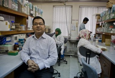 Dr Amit Saha oversees research for a new cholera vaccine in a lab in ICDDR, Bangladesh (Conor Ashleigh for AusAid/DFAT/Flickr/CC BY 2.0)
