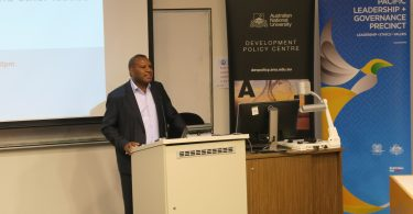 Dr Eric Kwa delivering a lecture at the Development Policy Centre, ANU on 15 November 2017