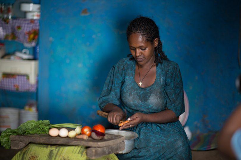 Netsanet preparing food as per lessons learned from health extension workers (Sekota Wereda, Hamusit Kebele/UNICEF/Ethiopia/Nahom Tesfaye/Flickr/CC BY-NC-ND 2.0)
