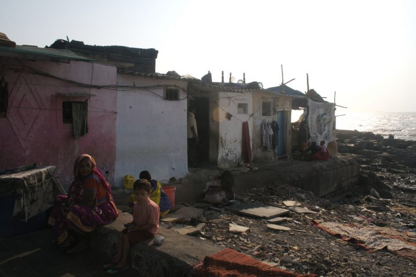 Slum near Banganga Tank in Malabar Hill, Mumbai (Jeremy Higgs/Flickr/CC BY-NC-ND 2.0)