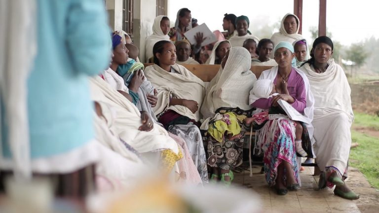 Waiting to be seen by a Health Extension Worker in Amhara region, Ethiopia (UNICEF Ethiopia/Flickr/CC BY-NC-ND 2.0)