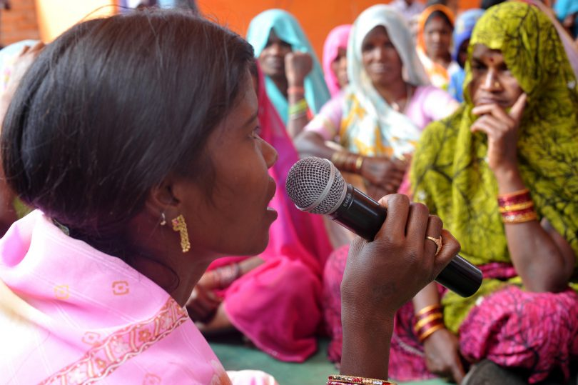 Somwati Bai leads a gram sabha meeting in Madhya Pradesh, India (UNDP/Flickr/CC BY-NC-ND 2.0)