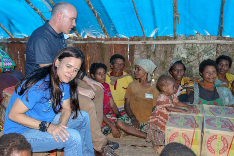 Stephanie Copus-Campbell, Executive Director of the Oil Search Foundation, and Andrew Egan, an Australian Government representative, speaking to mothers in Huiya village, PNG (Credit: Oil Search Foundation)