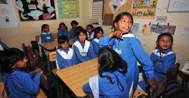 Pakistani children attending school (Credit: Caroline Suzman_World Bank/Flickr CC BY-NC-ND 2.0)
