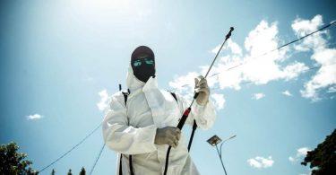 A Movimentu Tasi Moos member disinfects public areas in Dili (Credit: Antoninho Bernadino/Ekipa Movimentu Tasi Moos)