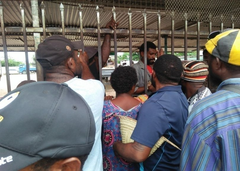 Buai vendors buying buai from rural wholesale suppliers
