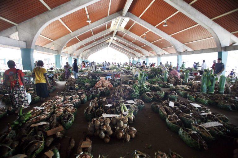 Port Vila vegetable market, Vanuatu (Rob Maccoll/DFAT/Flickr CC BY 2.0)