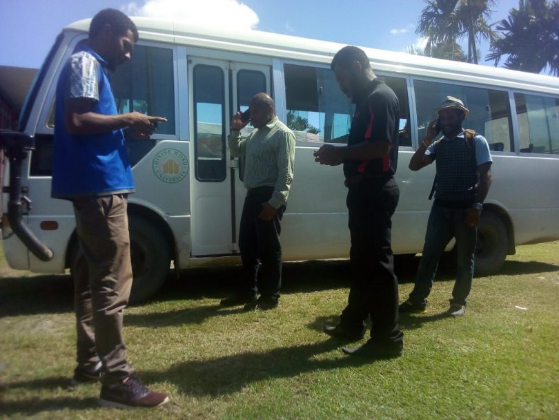 Divine Word University students using their mobile phones (Mathew Kau)