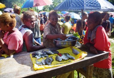 Women selling fish at Takwa market in Malaita, Solomon Islands (Jan van der Ploeg)