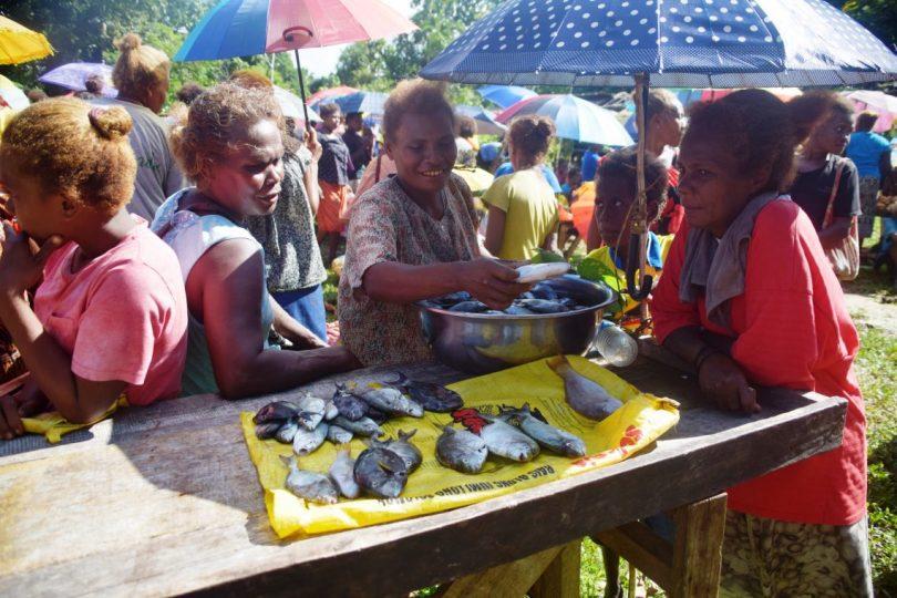 Women selling fish at Takwa market in Malaita, Solomon Islands (Jan van der Ploeg)