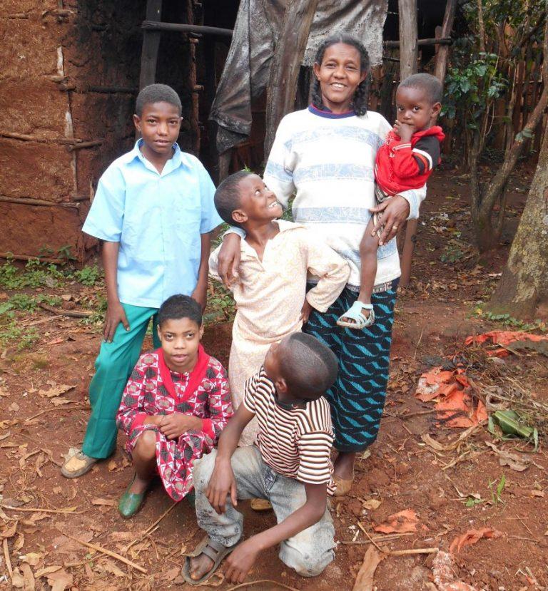 Sara and her children (Ruth Jackson)