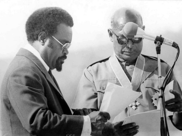 PNG's first prime minister, Michael Somare, and first Governor-General, John Guise, at the Independence Day ceremony in 1975