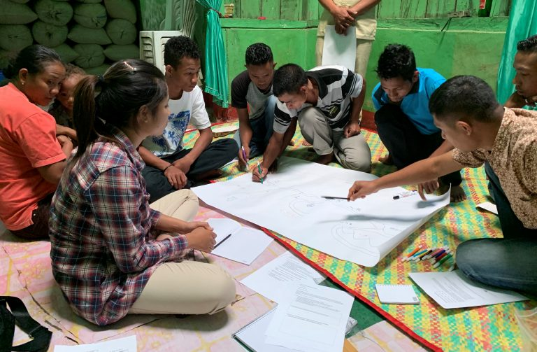 Community mapping with an Indonesian community in a University of Technology Sydney project (Jeremy Kohlitz)