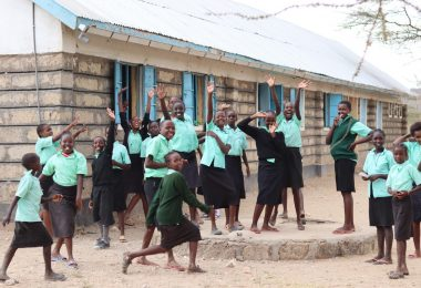 Schoolchildren in front of the Samburu school (Katarzyna Rybarczyk)
