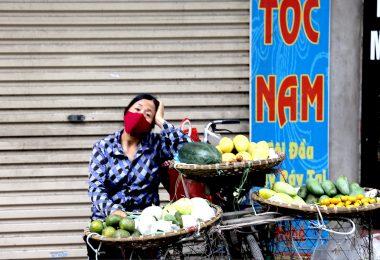 Street vendor during COVID-19 in Hanoi, Vietnam (ILO-Flickr)