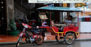 Tuk-tuk in Cambodia (Damian@Flickr-Flickr)