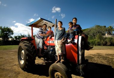 Farmer Sione Vaianginam with his children on their tractor in Nuku'alofa (ADB-Flickr)